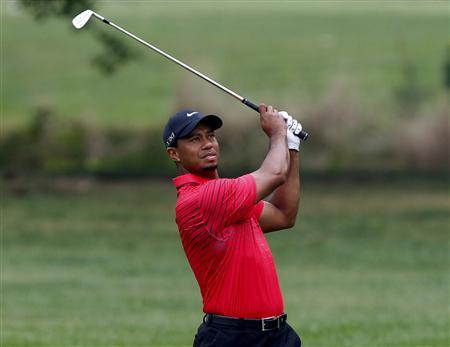 Tiger Woods of the U.S. watches his second shot on the first hole during the final round of the WGC-Bridgestone Invitational golf tournament in Akron, Ohio, August 5, 2012. REUTERS/Matt Sullivan