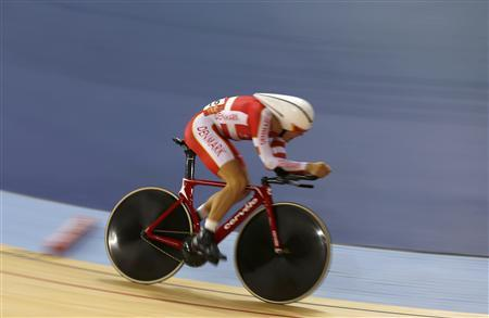 Denmark's Lasse Norman Hansen competes in the track cycling men's omnium 4km individual pursuit at the Velodrome during the London 2012 Olympic Games August 5, 2012. REUTERS/Paul Hanna