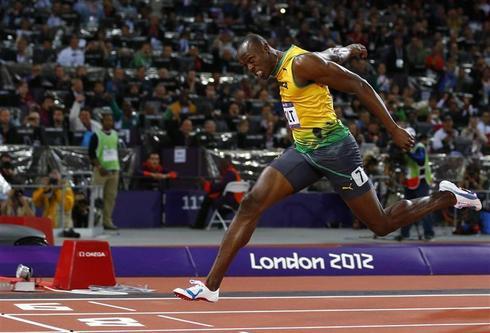 Bolt wins 100m