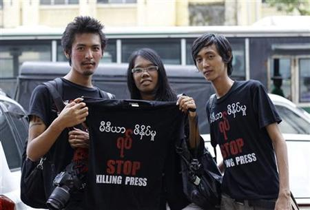 Journalists pose with a shirt during a protest along the streets of Yangon, August 4, 2012. REUTERS/Soe Zeya Tun