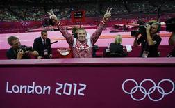 Денис Аблязин после объявления результатов олимпийского турнира в опорном прыжке, 6 августа 2012 г. Российский гимнаст Денис Аблязин завоевал серебряную медаль олимпийского турнира в опорном прыжке.  REUTERS/Brian Snyder