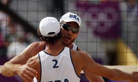 Brazil's Emanuel Rego (front) and Alison Cerutti celebrate a point against Germany's Jonathan Erdmann and Kay Matysik during their men's round of 16 beach volleyball match at Horse Guards Parade during the London 2012 Olympic Games August 4, 2012. REUTERS/Marcelo del Pozo