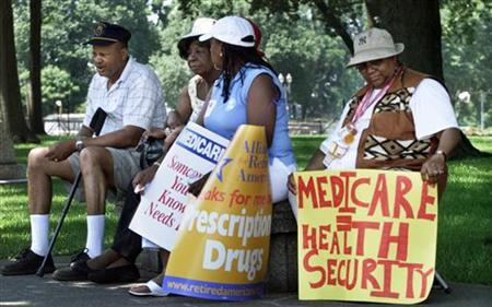 A group of senior citizens sit in the shade during a Medicare prescription drug rally, on Capitol Hill in Washington, June 25, 2003. REUTERS/William Philpott