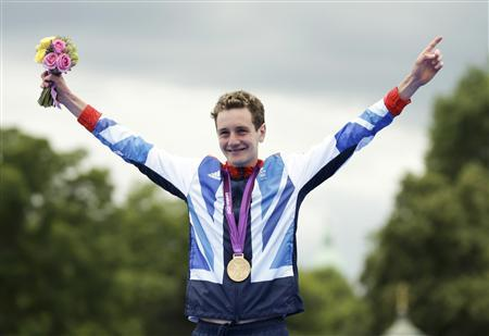 Britain's Alistair Brownlee celebrates his gold medal after the men's triathlon final during the London 2012 Olympic Games at Hyde Park August 7, 2012. REUTERS/Tim Wimborne