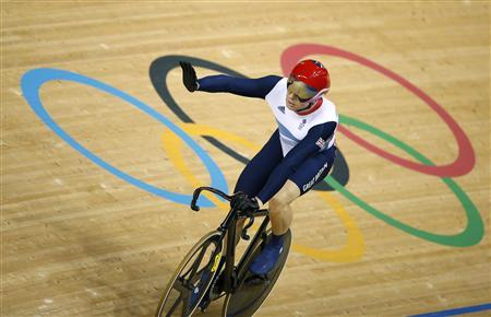 Britain's Chris Hoy acknowledges the crowd after winning his track cycling men's keirin first round heat 1 at the Velodrome during the London 2012 Olympic Games August 7, 2012. REUTERS/Paul Hanna
