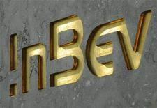Логотип AB InBev на здании штаб-квартиры компании в Лёвене, 12 августа 2010 г. Российское подразделение одного из крупнейших пивоваров в мире Anheuser-Busch InBev - SUN InBev закроет производство на одном из 10 российских заводов - в Курске из-за ужесточившихся условий на рынке РФ, сообщила компания во вторник. REUTERS/STRINGER Belgium