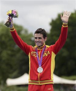 Silver medallist Spain's Javier Gomez celebrates after the men's triathlon final during the London 2012 Olympic Games at Hyde Park August 7, 2012. REUTERS/Tim Wimborne