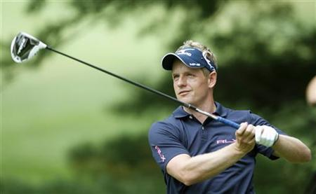England's Luke Donald watches his tee shot on the second hole during the final round of the WGC-Bridgestone Invitational golf tournament in Akron, Ohio, August 5, 2012. REUTERS/Matt Sullivan