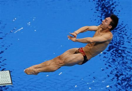 China's Qin Kai performs a dive during the men's 3m springboard semi-final at the London 2012 Olympic Games at the Aquatics Centre August 7, 2012. REUTERS/Adrees Latif
