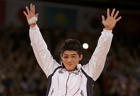 South Korea's Hyeonwoo Kim celebrates at the podium his victory on the Men's 66Kg Greco-Roman wrestling at the ExCel venue during the London 2012 Olympic Games August 7, 2012. REUTERS/Damir Sagolj