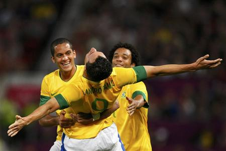 Brazil's Leandro Damiao celebrates with Brazil's Romulo (L) and Marcelo (R) after scoring a goal against South Korea during their men's semi-final soccer match at the London 2012 Olympic Games at Old Trafford in Manchester, August 7, 2012. REUTERS/David Moir
