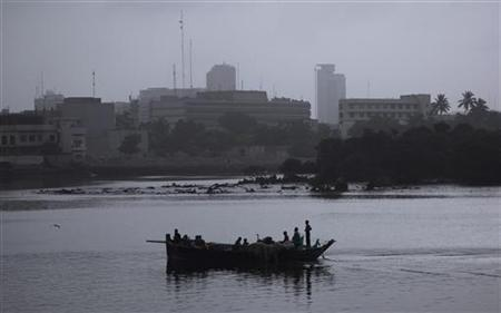 Fishermen row on a boat as they depart for the day's catch early morning in Karachi's China Creek August 6, 2012. REUTERS/Akhtar Soomro