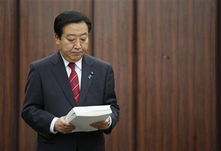 Japan's Prime Minister Yoshihiko Noda holds on to the final report after it was handed over to him by Yotao Hatamura, University of Tokyo engineering professor and the head of government-appointed panel to investigate the cause of the Fukushima nuclear crisis, in Tokyo July 23, 2012. REUTERS/Yuriko Nakao