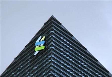 The logo of Standard Chartered is seen at its new Singapore office tower at the Marina Bay Financial Centre, January 24, 2011. REUTERS/Kevin Lam (SINGAPORE - Tags: BUSINESS)