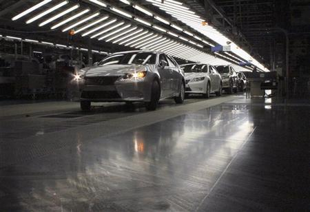 The new Lexus 2013 ES vehicles undergo inspection at a Toyota plant in Miyawaka, southern Japan July 6, 2012. REUTERS/Yoko Kubota