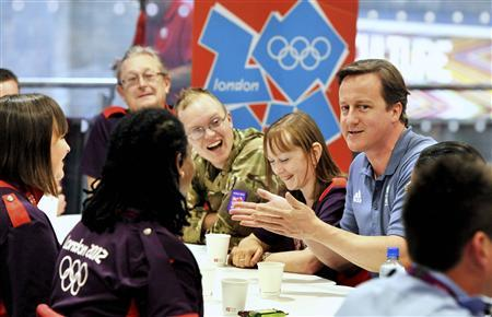 Britain's Prime Minister David Cameron talks to Olympic volunteers at the ExCel venue in Docklands, east London during the London 2012 Olympic Games August 8, 2012. REUTERS/John Stillwell/Pool