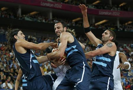 Argentina's Manu Ginobili (C) grabs the rebound with teammates Luis Scola (L) and Juan Gutierrez during their men's quarterfinal basketball match against Brazil at the North Greenwich Arena in London during the London 2012 Olympic Games August 8, 2012. REUTERS/Sergio Perez