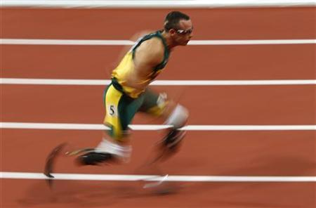 South Africa's Oscar Pistorius competes in his men's 400m semi-final during the London 2012 Olympic Games at the Olympic Stadium August 5, 2012. REUTERS/David Gray