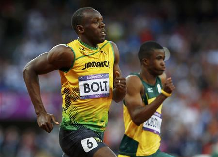 Jamaica's Usain Bolt (L) runs to take first place next to South Africa's Anaso Jobodwana in their men's 200m semi-final during the London 2012 Olympic Games at the Olympic Stadium August 8, 2012. REUTERS/Eddie Keogh