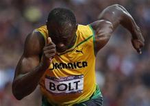 Jamaicano Usain Bolt durante semifinal da prova dos 200 metros rasos durante os Jogos Olímpicos de Londres. O velocista quer provar que o raio pode cair duas vezes no mesmo lugar, quando tentará defender seu título olímpico nos 200 metros rasos. 08/08/2012 REUTERS/Mark Blinch