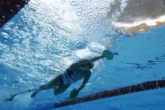 Nadadora Poliana Okimoto durante sessão de treinamento no Centro Olímpico Maria Lenk, no Rio de Janeiro. Poliana abandonou a prova de maratona aquática após sofrer uma crise de hipotermia durante a competição. 08/03/2012 REUTERS/Sergio Moraes