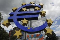 A general view of a structure of the Euro currency sign is seen in front of the European Central Bank (ECB) headquarters in Frankfurt August 2, 2012. REUTERS/Alex Domanski (GERMANY - Tags: BUSINESS)