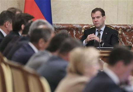 Russia's Prime Minister Dmitry Medvedev (back R) chairs a government session at the Russian White House, headquarters of the federal government, in Moscow August 9, 2012. REUTERS/Ekaterina Shtukina/RIA Novosti/Pool