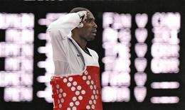 Diogo Silva cumprimenta oponente Mohammad Abulibdeh após disputa das quartas de final do taekwondo pelos Jogos Olímpicos de Londres. O lutador Diogo Silva avançou para as semifinais da categoria até 68kg do taekwondo nos Jogos Olímpicos de Londres, nesta quinta-feira, e vai ter uma nova chance de buscar uma medalha olímpica, após ter ficado em 4o na Olimpíada de Atenas-2004. 09/08/2012 REUTERS/Kim Kyung-Hoon