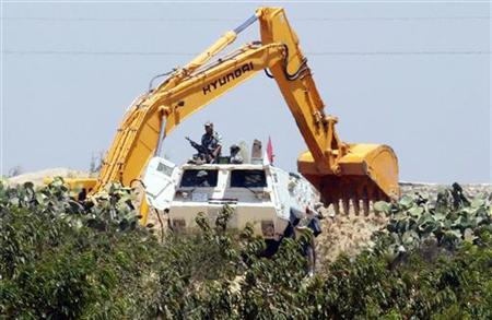 Egyptian army with heavy machinery used to destroy tunnels linking Egypt and the Gaza Strip, arrive at Rafah city, about 350 km (217 miles) northeast of Cairo August 9, 2012. REUTERS/Mohamed Abd El Ghany