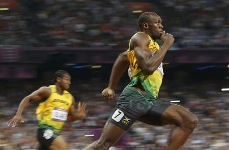 Jamaica's Usain Bolt runs to win the men's 200m final at the London 2012 Olympic Games at the Olympic Stadium August 9, 2012. REUTERS/Stefano Rellandini