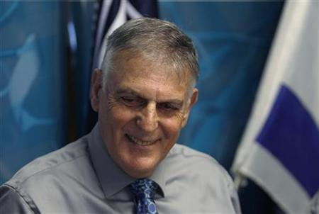 Israeli scientist Daniel Shechtman poses for a photo during a news conference at Israel's Technion Institute of Technology in the northern city of Haifa October 5, 2011. REUTERS/Baz Ratner