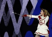 A cantora Madonna se apresenta em São Petersburgo, na Rússia, nesta quinta-feira. 09/08/2012 REUTERS/Alexander Demianchuk