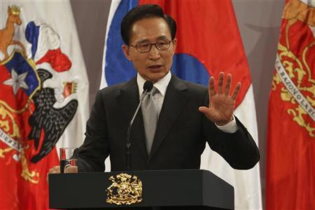 South Korea's President Lee Myung-bak delivers a speech beside his Chilean counterpart Sebastian Pinera (unseen) at the Presidential Palace in Santiago, June 22, 2012. REUTERS/Ivan Alvarado