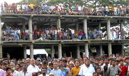 Villagers affected by ethnic riots gather at a relief camp in Bilashipara town, in the northeastern Indian state of Assam July 26, 2012. REUTERS/Stringer