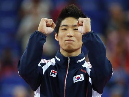 Yang Hak Seon of South Korea celebrates winning a gold medal in the men's gymnastics vault final in the North Greenwich Arena during the London 2012 Olympic Games August 6, 2012. REUTERS/Mike Blake