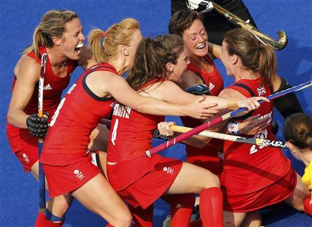 Great Britain's Sarah Thomas (R) with theam mates celebrates her scoring a goal against New Zealand during their women's bronze medal hockey match at the Riverbank Arena at the London 2012 Olympic Games August 10, 2012. REUTERS/Chris Helgren