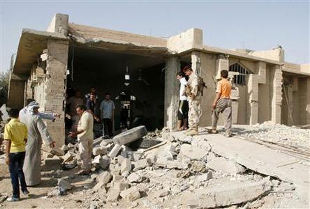 Residents gather at the site of a bomb attack in Mwafaqiya village at Mosul, 390 km (240 miles) north of Baghdad, August 10, 2012. REUTERS/Khalid al-Mousuly