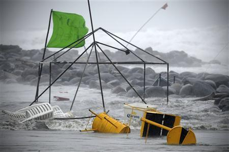 A food stand is being washed away by the flood in Boca Del Rio on the outskirts of Veracruz August 9, 2012. REUTERS-Yahir Ceballos