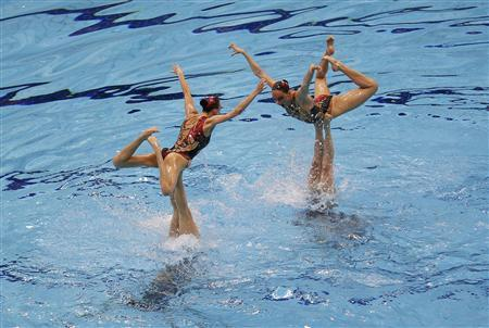 Russia's team perform in the synchronised swimming teams free routine final during the London 2012 Olympic Games at the Aquatics Centre August 10, 2012. REUTERS/Marcelo Del Pozo