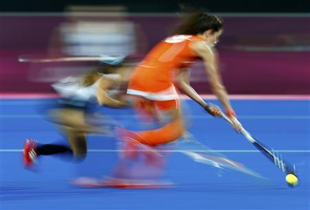 Netherlands' Naomi van As (R) plays the ball during their women's gold medal hockey match against Argentina at the Riverbank Arena at the London 2012 Olympic Games August 10, 2012. REUTERS/Dominic Ebenbichler