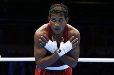 O brasileiro Yamaguchi Falcão cumprimenta após derrota na semifinal do boxe em Londres. REUTERS/Murad Sezer