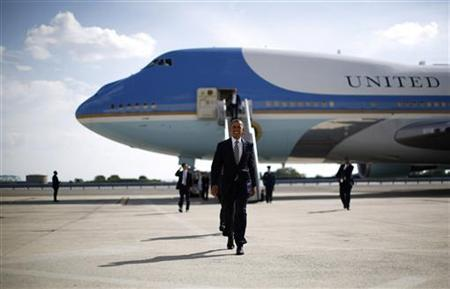 U.S. President Barack Obama steps off Air Force One at JFK Airport in New York, August 6, 2012. Obama is flying to Connecticut to attend political fundraisers for his re-election. REUTERS/Jason Reed