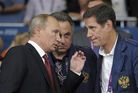Russian President Vladimir Putin (L) talks to President of the Russian Olympic Committee Alexander Zhukov (R) and Sports Minister Vitaly Mutko, after Tagir Khaibulaev defeated Mongolia's Tuvshinbayar Naidan in their men's -100kg final judo match, at the London 2012 Olympic Games in London August 2, 2012. REUTERS/Alexsey Druginyn/RIA Novosti/Pool