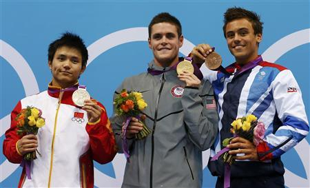 Gold medallist David Boudia of the U.S. poses on the podium with silver medallist Qiu Bo (L) of China and bronze medallist Tom Daley (R) of Britain during the men's 10m platform victory ceremony at the London 2012 Olympic Games at the Aquatics Centre August 11, 2012. REUTERS/Tim Wimborne
