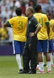 O técnico Mano Menezes lamenta derrota do Brasil para o México. REUTERS/Sergio Moraes