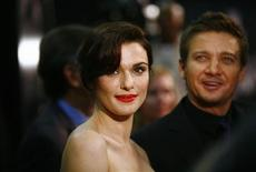 "Cast members Rachel Weisz (L) and Jeremy Renner attend the premiere of the film ""The Bourne Legacy"" in New York July 30, 2012. REUTERS/Eric Thayer"