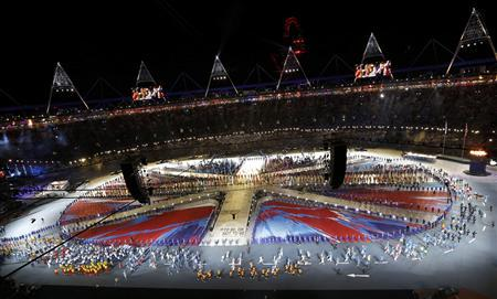 An overview of the Olympic Stadium as the athletes walk down the track during the closing ceremony of the London 2012 Olympic Games August 12, 2012. REUTERS/Pawel Kopczynski