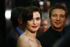 """<p>Miembros del elenco Rachel Weisz y Jeremy Renner asisten al estreno de la película """"The Bourne Legacy"""" en Nueva York</p>"""