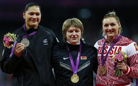 Gold medallist Belarus' Nadzeya Ostapchuk, silver medallist New Zealand's Valerie Adams (L) and bronze medallist Russia's Evgeniia Kolodko (R) hold their medals in the women's shot put victory ceremony during the London 2012 Olympic Games at the Olympic Stadium August 6, 2012. REUTERS/Eddie Keogh