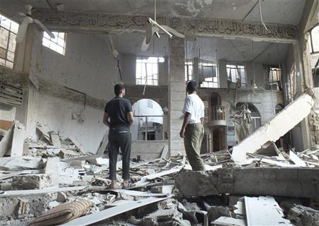 Members of the Free Syrian Army inspect a damaged mosque after shelling by President Bashar al-Assad's forces in Khaldiyeh district in central Homs August 9, 2012. REUTERS/Yazen al Homsy